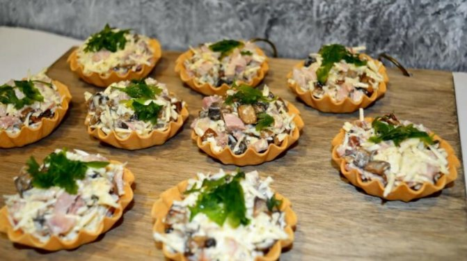 Тарталетки с начинкой из курицы и грибов — самый вкусный и простой рецепт